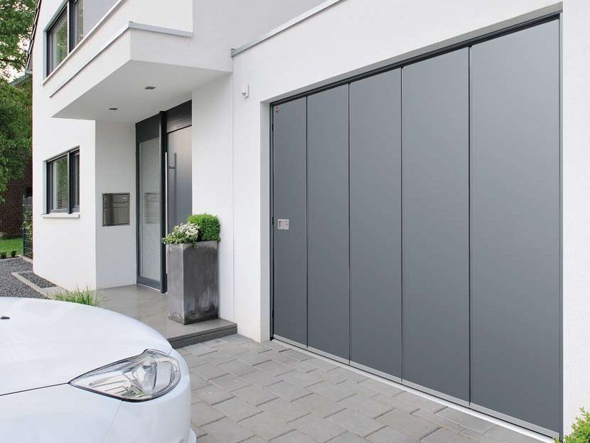 Side sectional garage door HST | Garage door - HÖRMANN ITALIA
