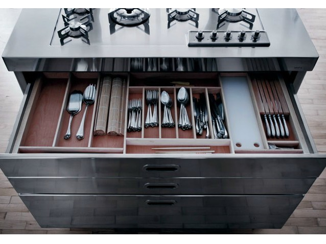 Liberi in cucina cucina by alpes inox - Cucine acciaio ikea ...