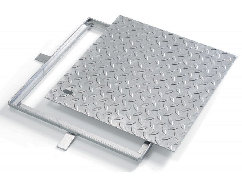 Manhole cover and grille for plumbing and drainage system LUX - GRIGLIATI BALDASSAR