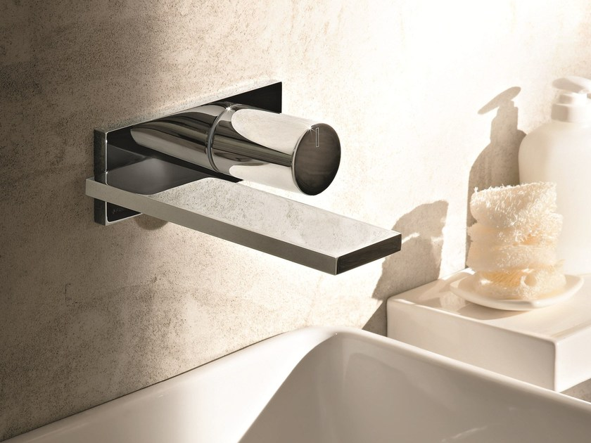 Miscelatore per lavabo a muro con piastra milano d113a for Rubinetti per lavabo