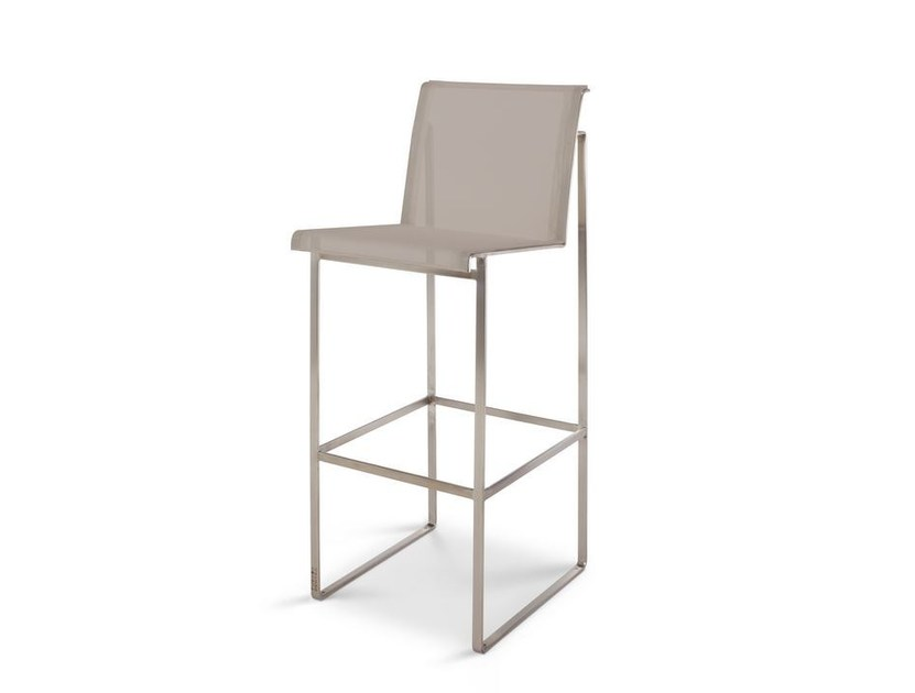 gartenstuhl mit fu st tze taburete by fueradentro design hendrik steenbakkers. Black Bedroom Furniture Sets. Home Design Ideas