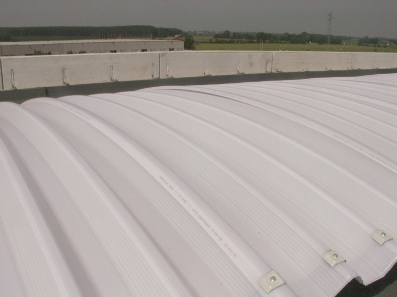 Translucent continuous roofing manufactured with arcoPlus 1000 Curvo