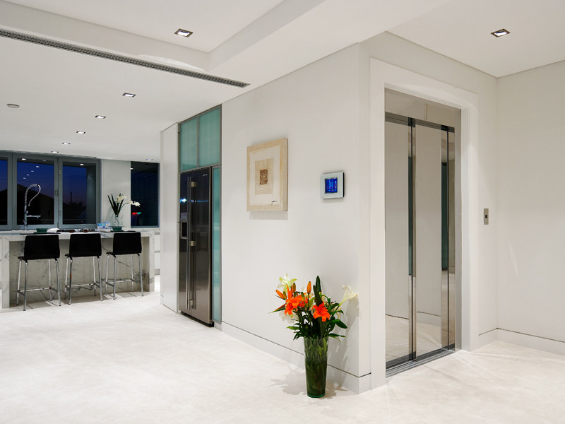 Machine roomless lifts, with reduced pit and headroom SUPERDOMUS GEARLESS by IGV GROUP