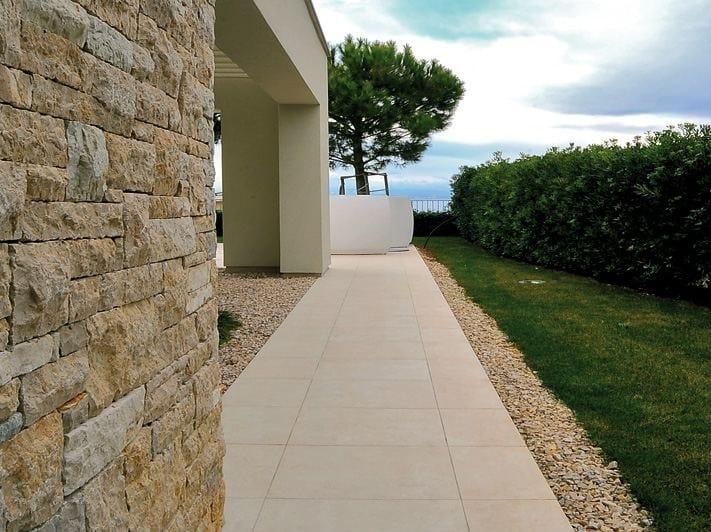Pavimento per esterni in gres porcellanato effetto pietra cm2 crema europa by ariostea - Gres porcellanato effetto pietra per esterni ...