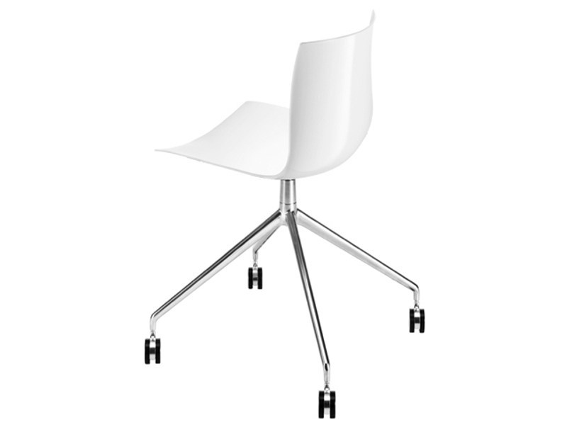Trestle-based chair with casters CATIFA 46 | Chair with casters by arper