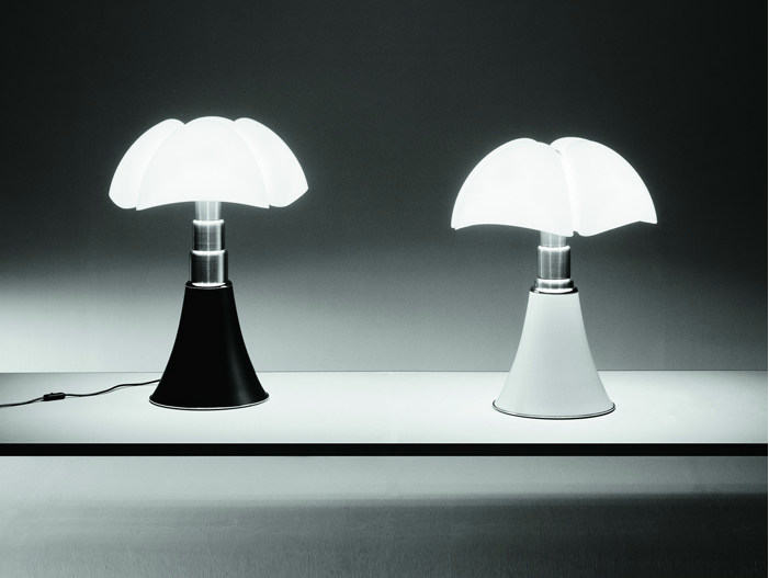 Height-adjustable table lamp PIPISTRELLO LED by Martinelli Luce