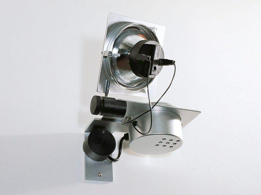 Halogen wall-mounted spotlight