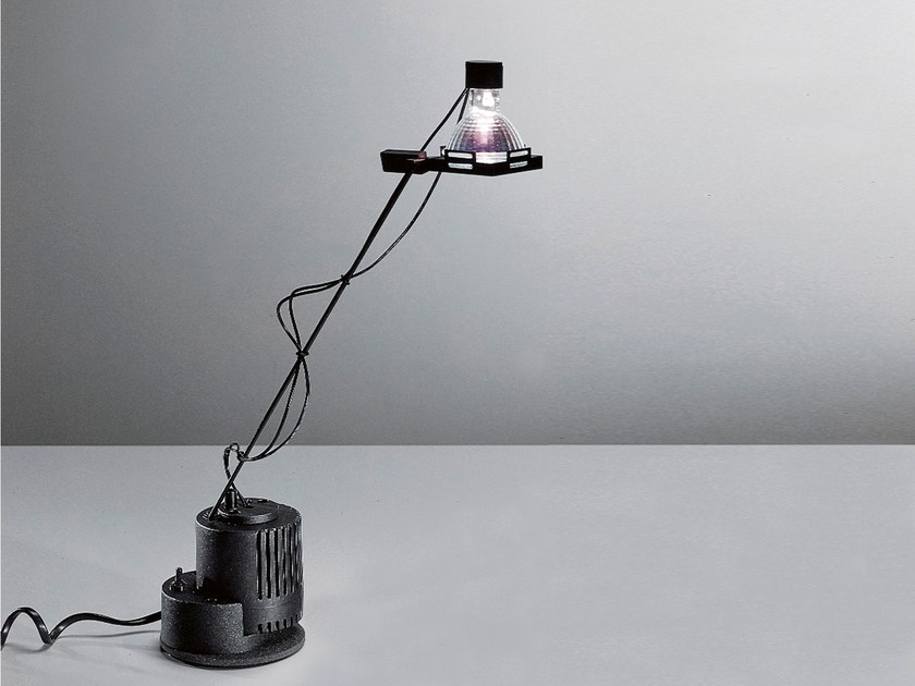 Low voltage halogen table lamp