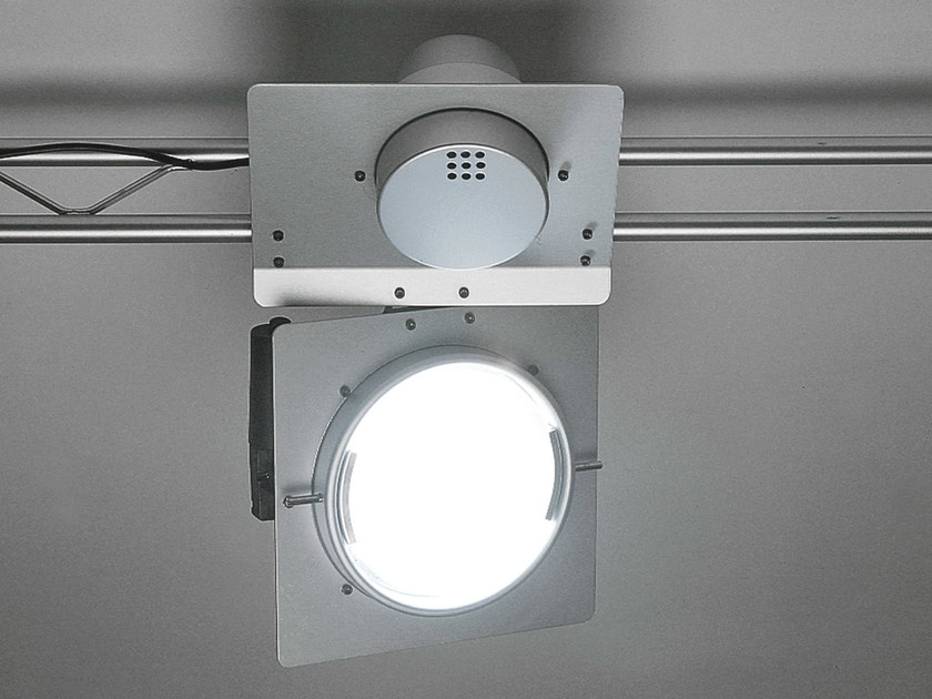 Metal halide swivel track-light