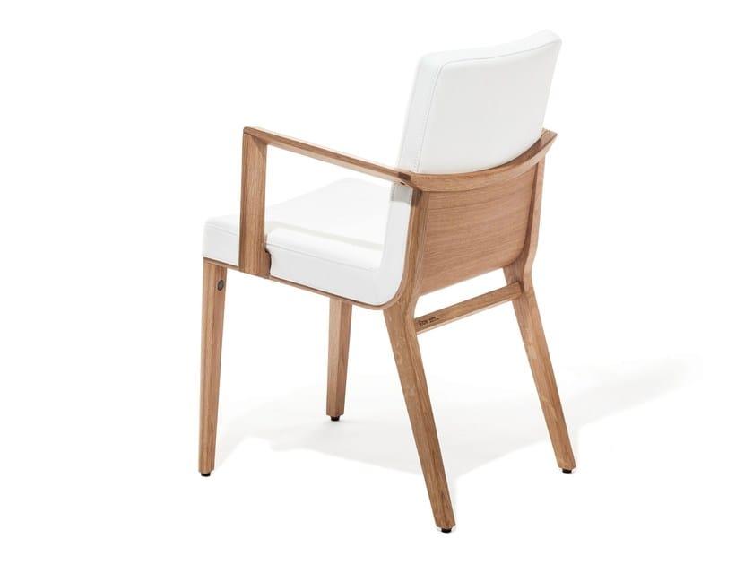 Sedia imbottita con braccioli moritz sedia con braccioli for Sedie design con braccioli