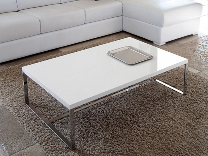 Low lacquered rectangular coffee table