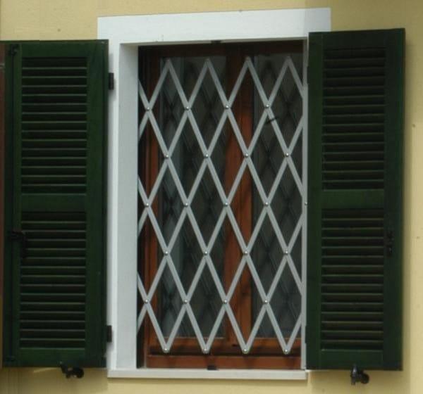 Inferriata di sicurezza estensibile briareo dibi porte blindate - Inferriate estensibili per finestre ...