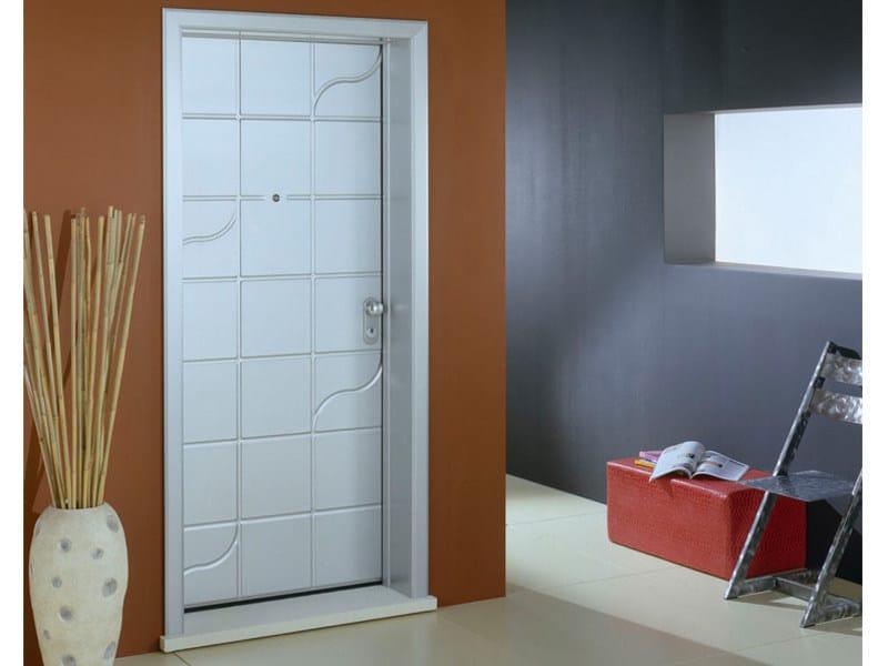 rivestimento in pelle porte blindate Rivestimento porte, efm legno è un'azienda specializzata nella produzione di pannelli in legno massello e pantografati per il rivestimento di porte blindate e porte basculanti.