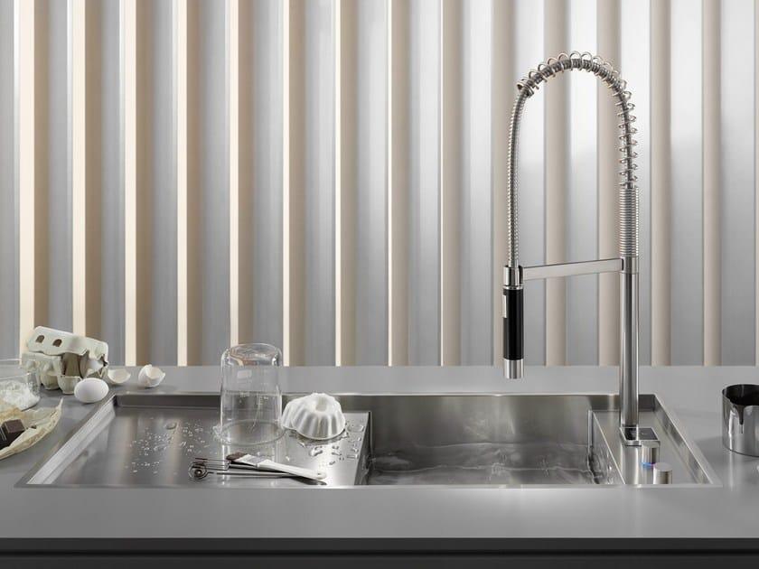 Photos: Thomas Popinger. Erogazione, regolazione del flusso e della temperatura dell'acqua e chiusura del tappo di scarico sono riunite in eUnit Kitchen.