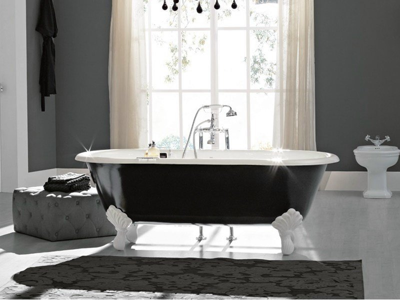 Oval cast iron bathtub on legs VINTAGE | Bathtub on legs by BLEU PROVENCE