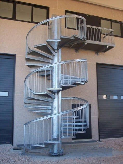 Scala di sicurezza metallica a chiocciola scala a - Altezza parapetti finestre normativa ...