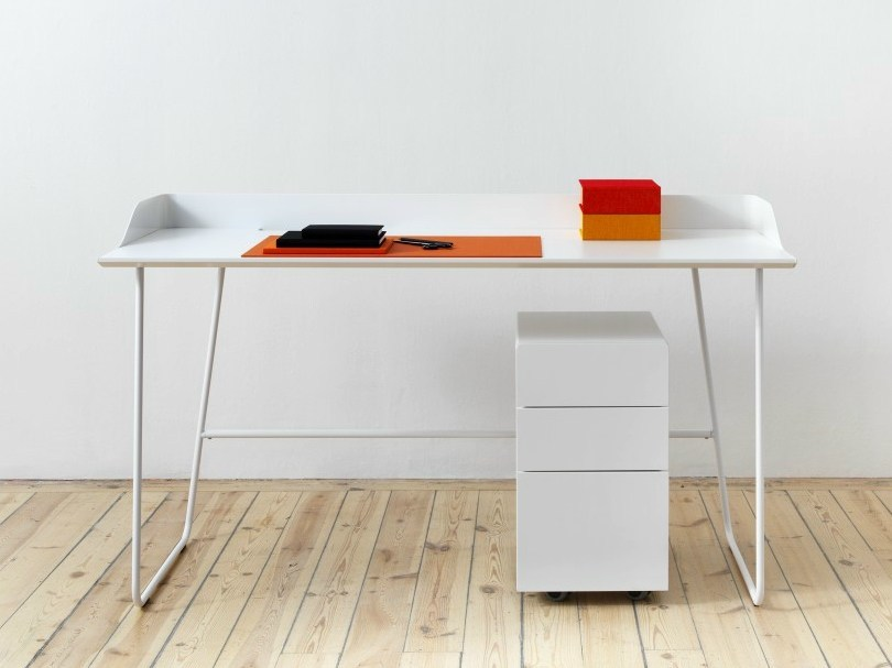 Workstation desk OVERTIME by Abstracta