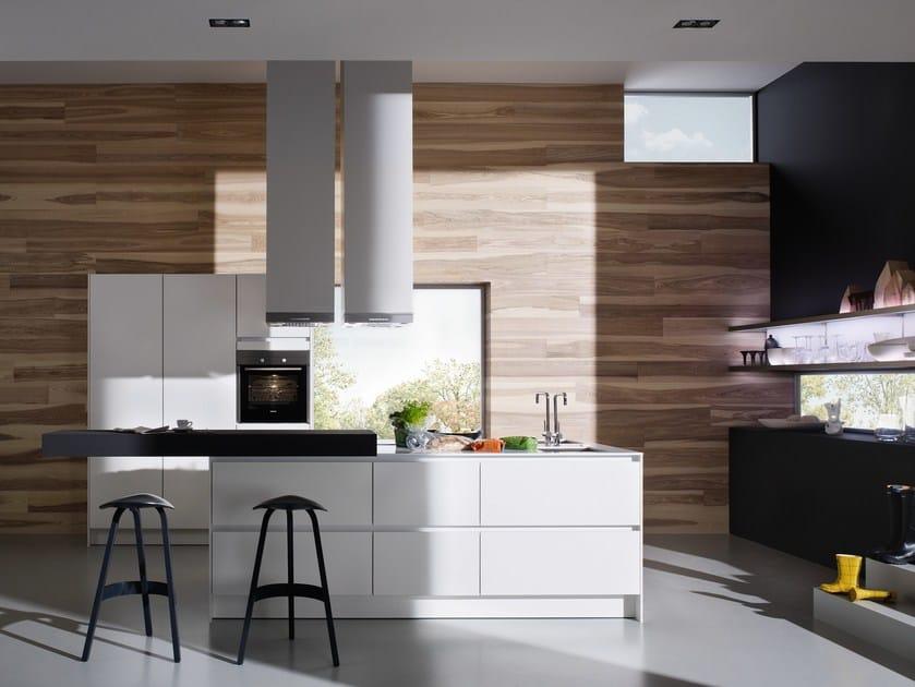 Pin Lackierte Küche Aus Laminat Mit Griffe Design By Centro Stile Ged ...
