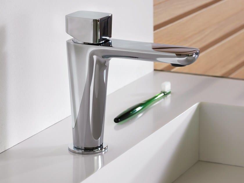 Single handle sink mixer