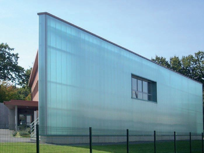 Polycarbonate curtain wall