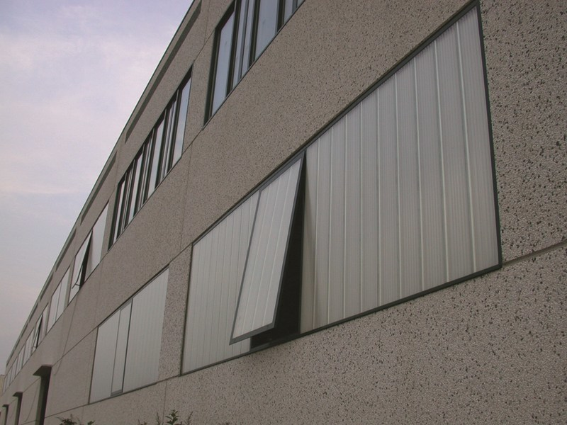 arcoPlus® opening systems in UV protected polycarbonate to ventilate buildings