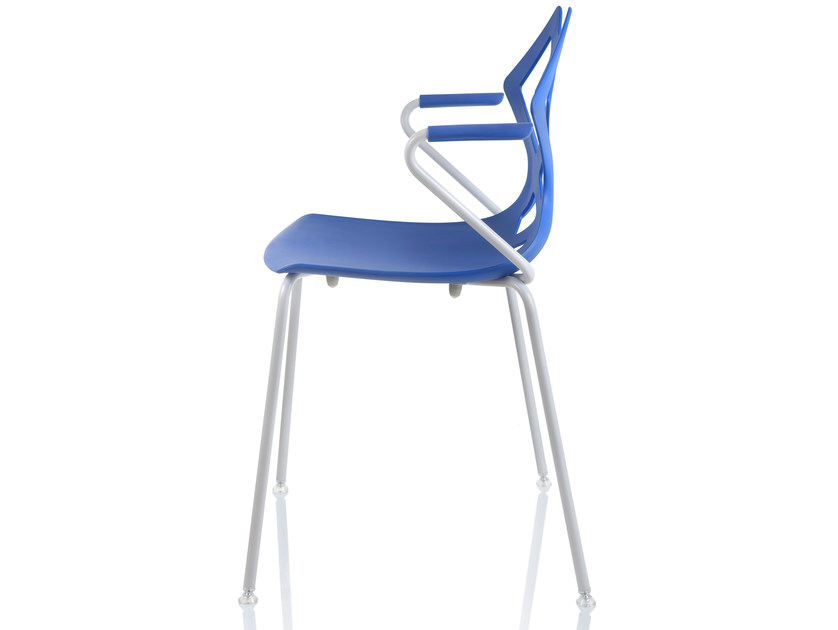Stackable polypropylene chair with armrests