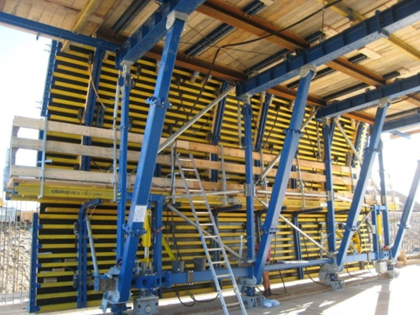 Formwork system for load-bearing wall DokaCC - Doka Italia
