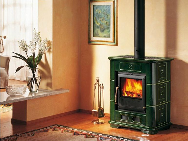 Wood-burning faïence stove E904 M | Wood-burning stove by Piazzetta