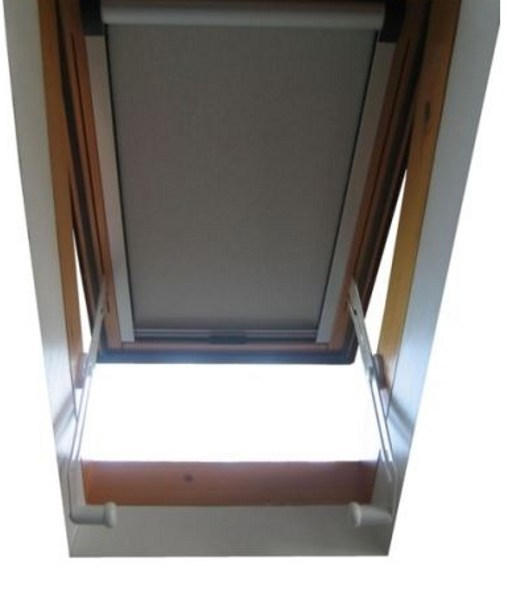 Tenda per finestre da tetto a rullo luxin tenda per for Finestre a tetto