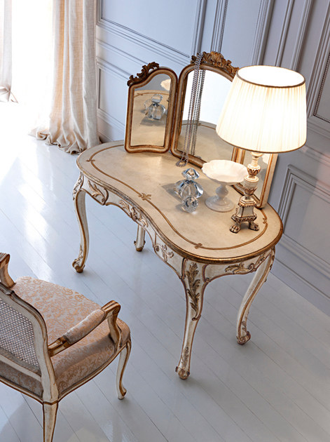 Classic style dressing table
