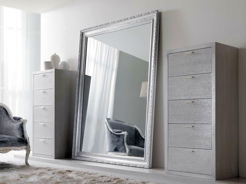 Freestanding framed mirror - Glossy silver leaf.