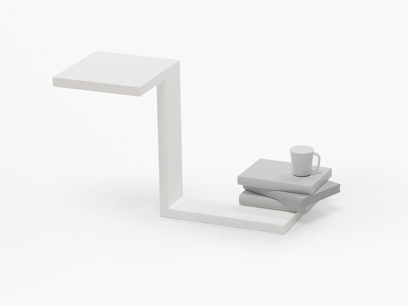 Plate coffee table