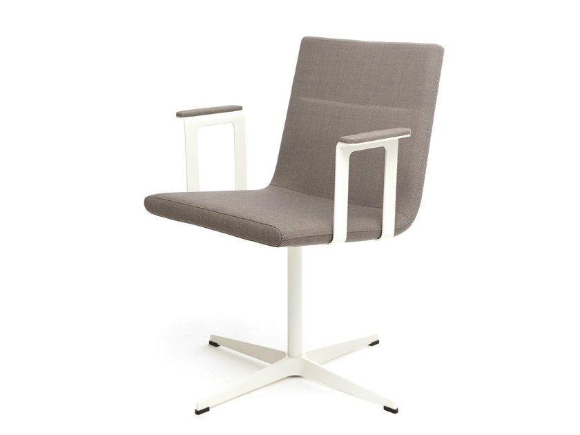 Chair with 4-spoke base with armrests