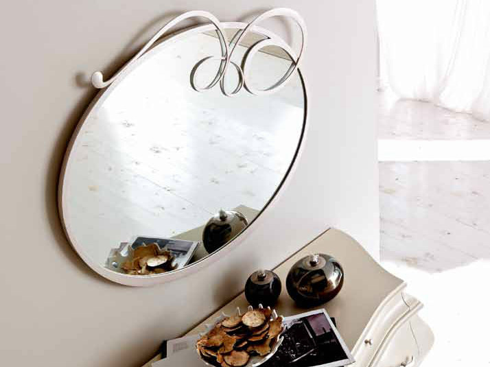 Wall-mounted framed round mirror