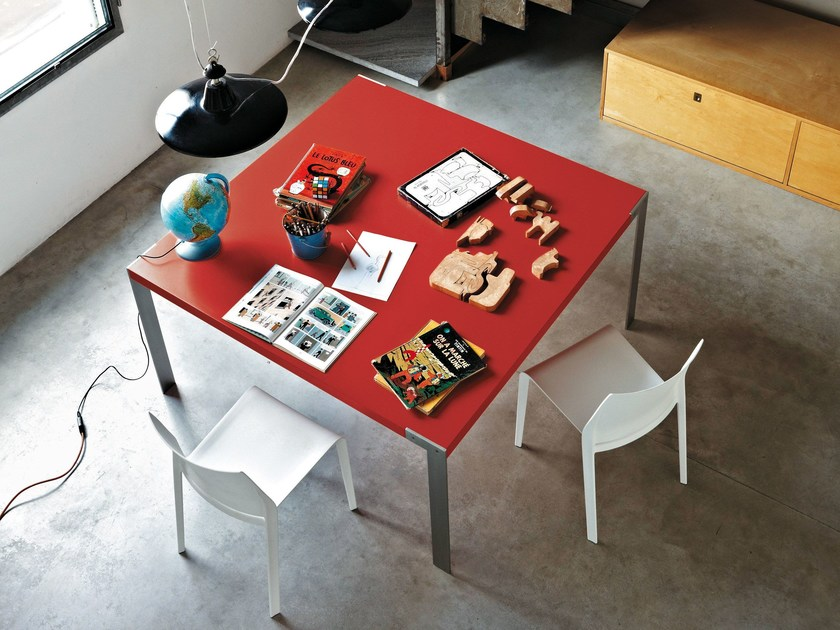Lacquered square table LIKO | Square table - Desalto