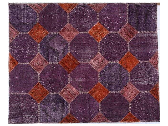 Rug with geometric shapes