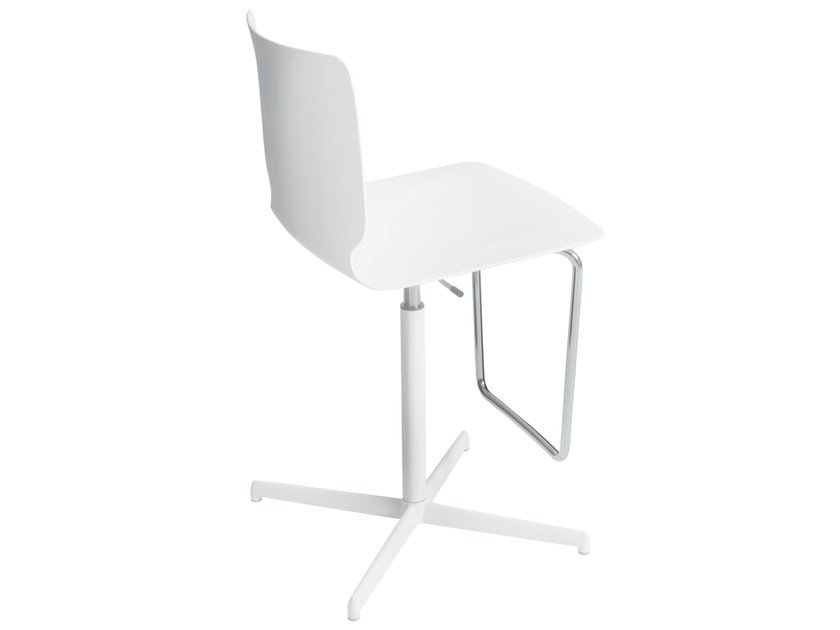 Polypropylene chair with 4-spoke base HOLM | Chair with footrest - Desalto