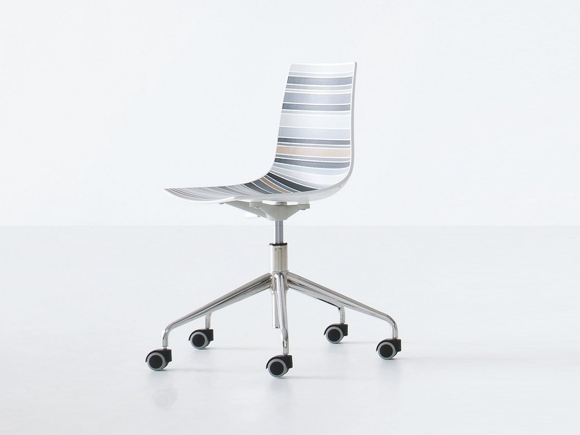 Technopolymer chair with 4-spoke base with casters