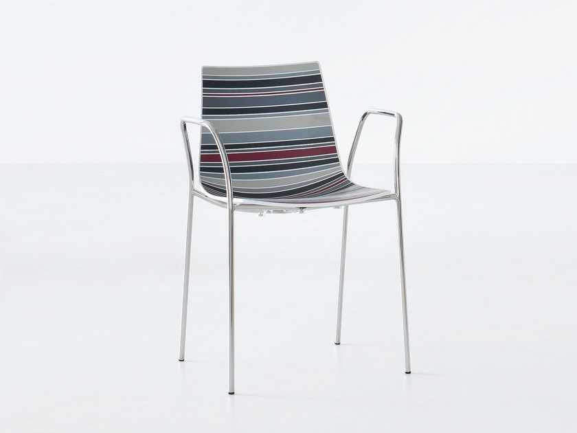 Technopolymer chair with armrests
