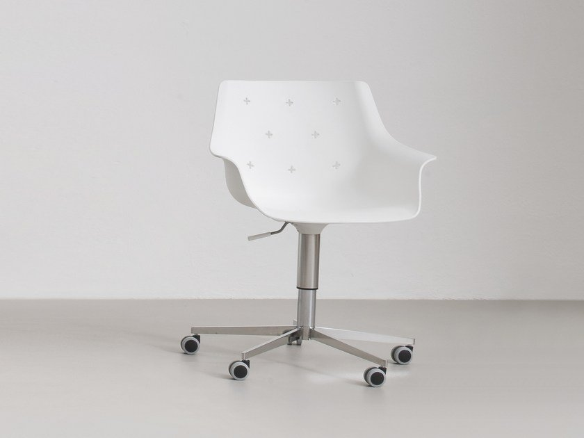 Chair with 5-spoke base with armrests with casters MORE 5R by GABER