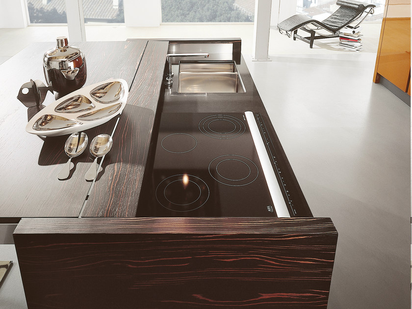 Lacquered kitchen with island