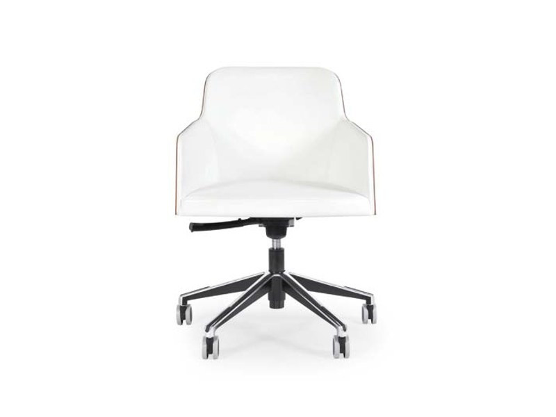 Swivel chair with 5-spoke base with casters