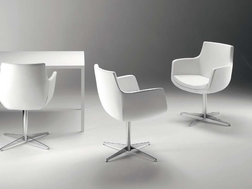 Swivel low lounge chair with 4-spoke base with armrests