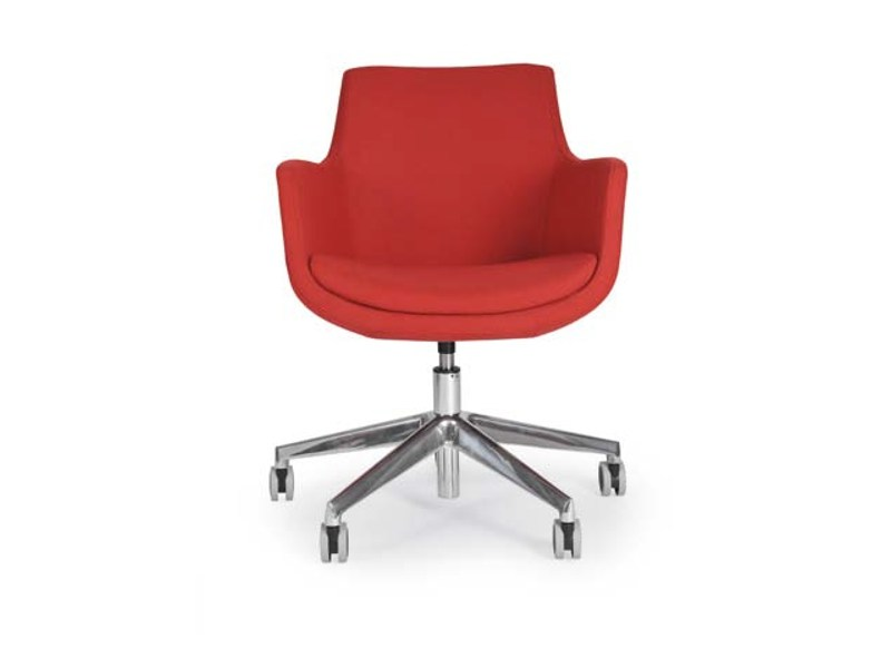Low lounge chair with 5-spoke base with casters