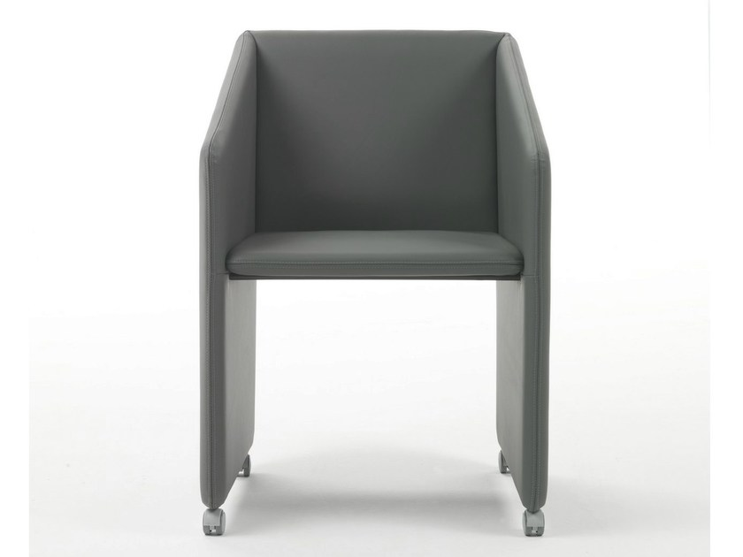 Polyurethane armchair with armrests with casters