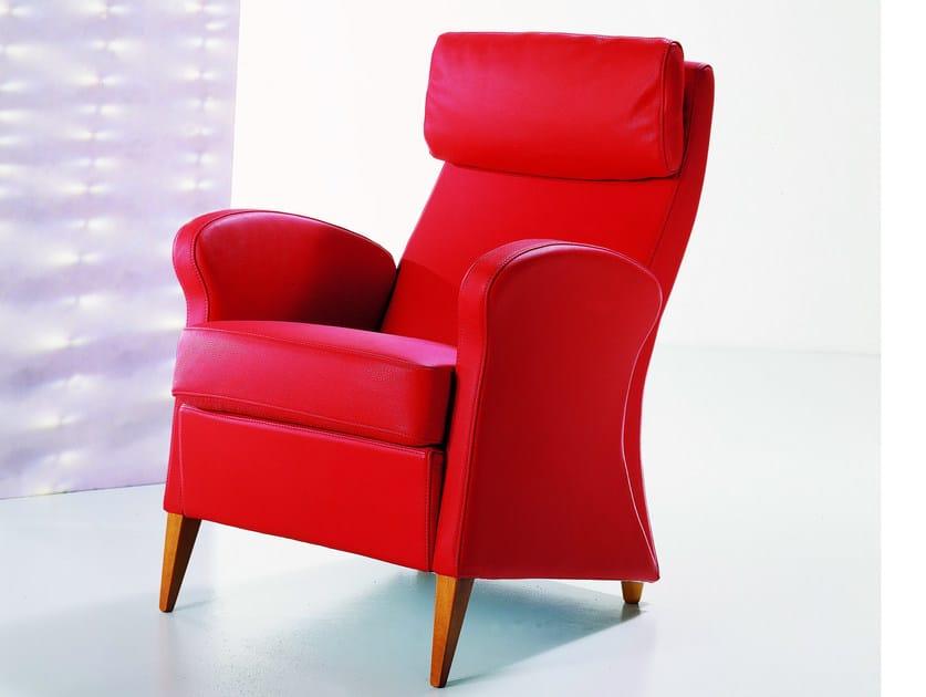 Leather armchair with armrests with headrest - Poltrona in pelle con braccioli con poggiatesta