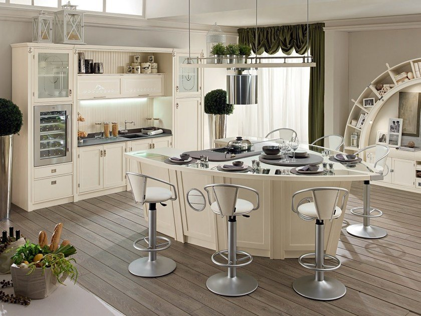 cucina laccata in legno con isola