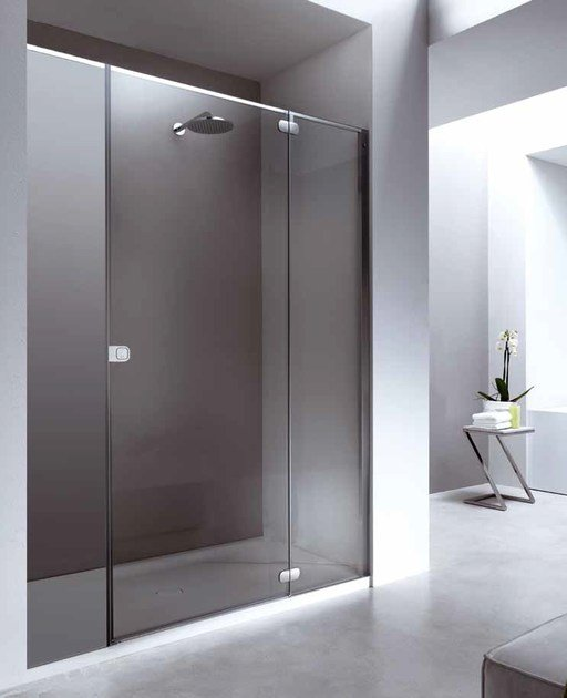 Niche rectangular glass shower cabin