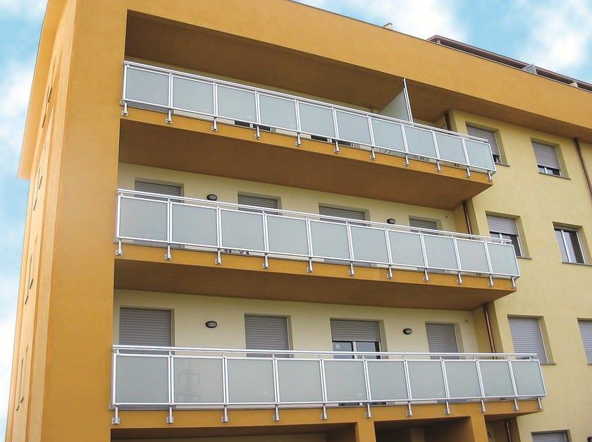 Parapetto in alluminio e vetro per finestre e balconi theatron metra - Altezza parapetti finestre normativa ...