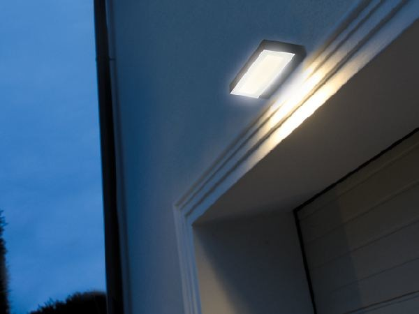 LED glass and aluminium wall lamp